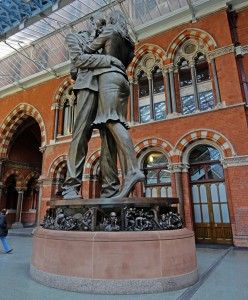 St. Pancras Station, statue 'The Meeting Place'