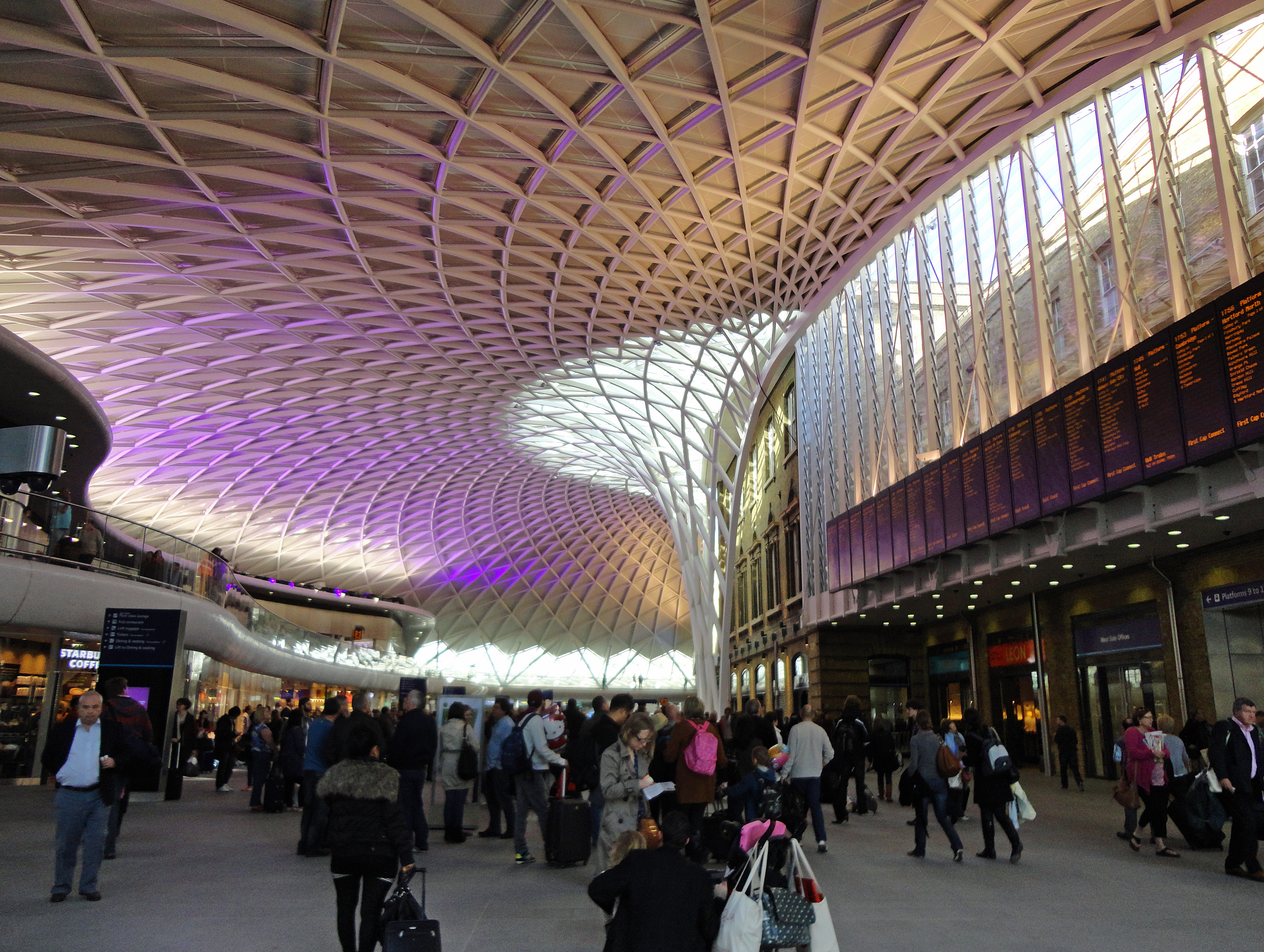 Train station king s cross ticket hall looking at london - Kings cross ticket office opening times ...