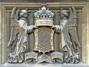 Parliament - Tower by Westminster Bridge Rd - angels w crown