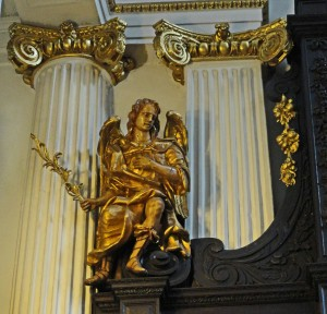 St. Magnus the Martyr, Lower Thames Street - angel on reredos